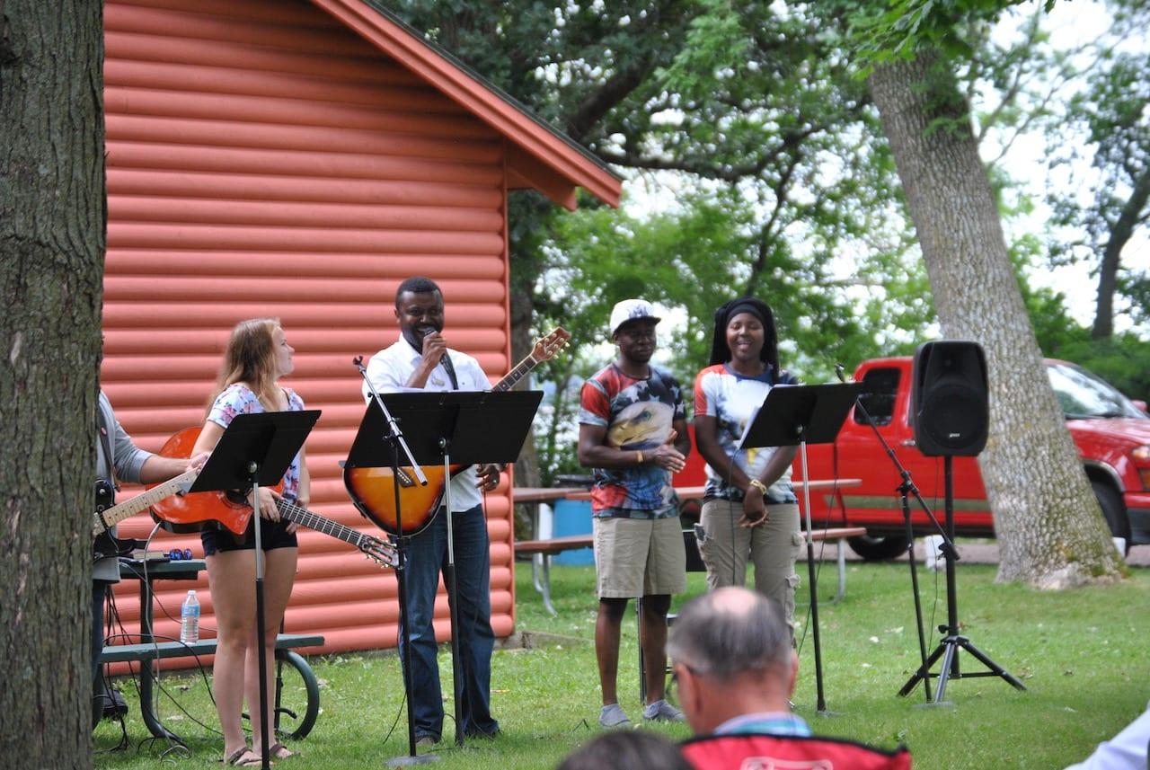 praise-band-outdoors-worship